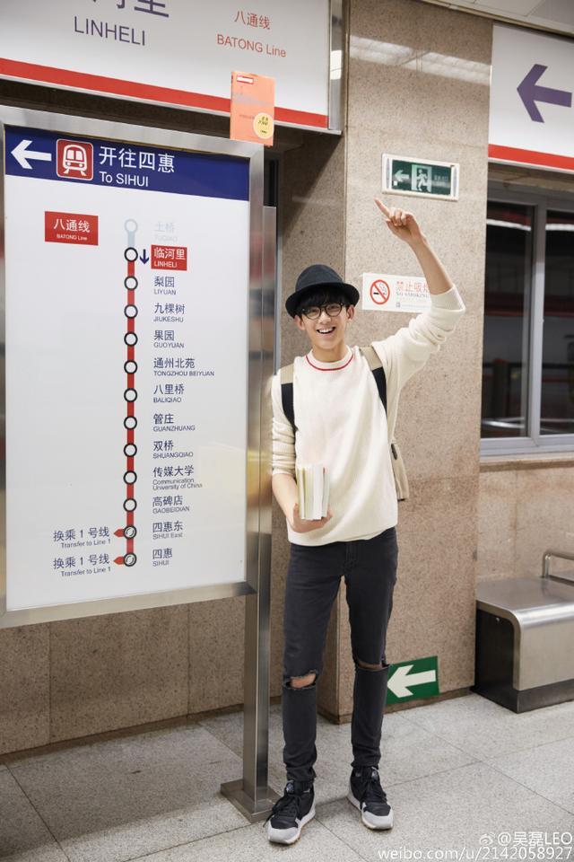 吴磊一个17岁的小孩,好好坐飞机不行吗?为什么要去撩安检