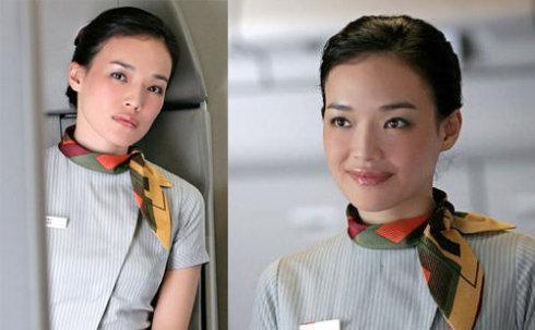 穿上空姐制服杨幂端庄、陈乔恩可爱,但最后一位才是我喜欢的
