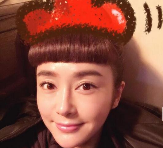 秦岚的锅盖头造型真的太辣眼睛了,实在让人承受不住啊!