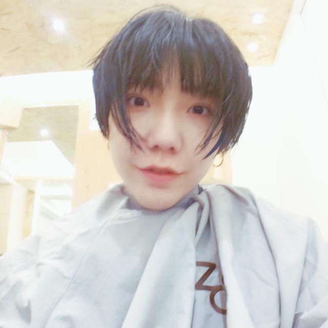 吴莫愁的短发撞脸华晨宇,气质妖娆比以前好看不止十倍啊!