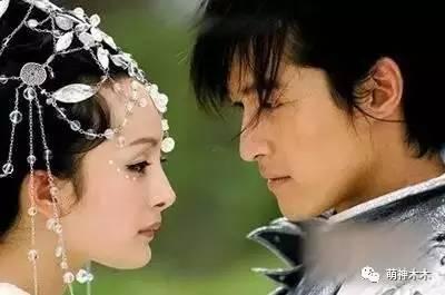 同部剧里一人饰演多角狂飙演技的明星,杨幂刘诗诗胡歌都不如他图片