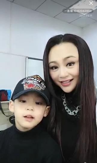 43岁曹颖比62岁刘晓庆还显老 难道是过度整容的后遗症图片
