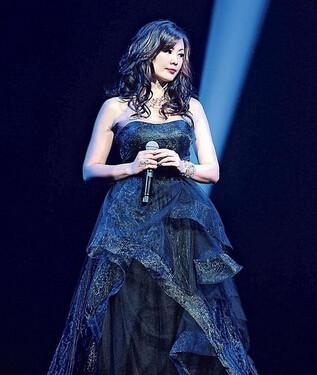 48岁王馨平身材大变样 三次人工受孕失败 称郑嘉颖是最美回忆