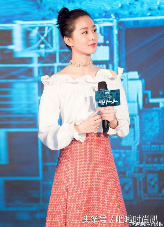 同穿露肩礼服,刘亦菲的大溜肩和刘诗诗的天鹅颈,差别怎么这么大