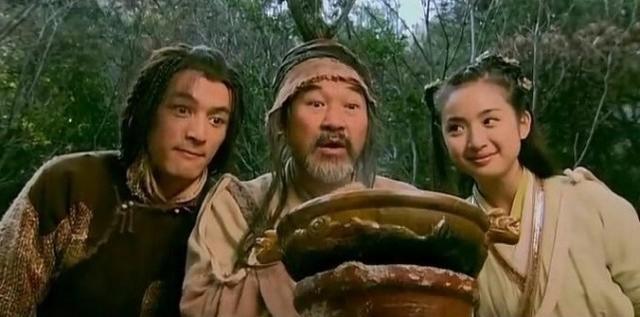 乔峰和洪七公谁早_82版《天龙八部》乔峰,68岁看上去还是潮大叔