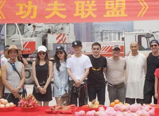 赵文卓开启久违的长辫子造型,这次合作刘镇伟导演,网友:可以预见又是一部烂片!