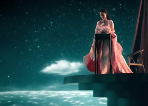 赵丽颖新代言化身月亮女神,纵身一跃那刻美到窒息