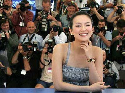 章子怡抱女儿秀幸福,网友:说句实话,嫁给汪峰真是可惜了