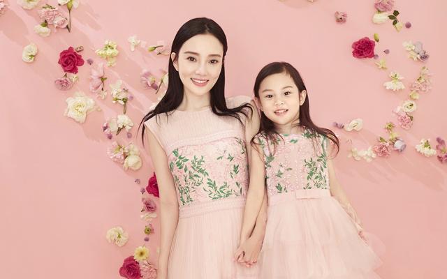 章子怡携女儿支持汪峰演唱会,醒宝变化也太大了,妈妈基因果然在