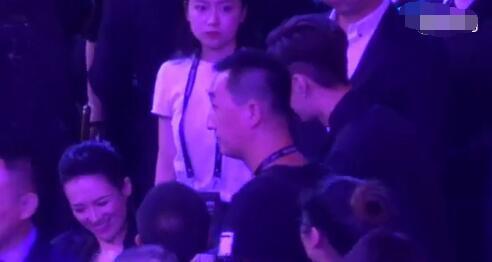 张艺兴和鹿晗开小差你们都看到了,可我更在意他和章子怡的拥抱