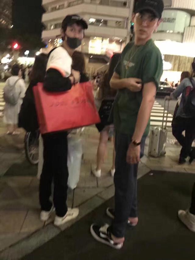 网友在日本偶遇吴亦凡这大长腿也是没shei了,随便偷拍都这么好看