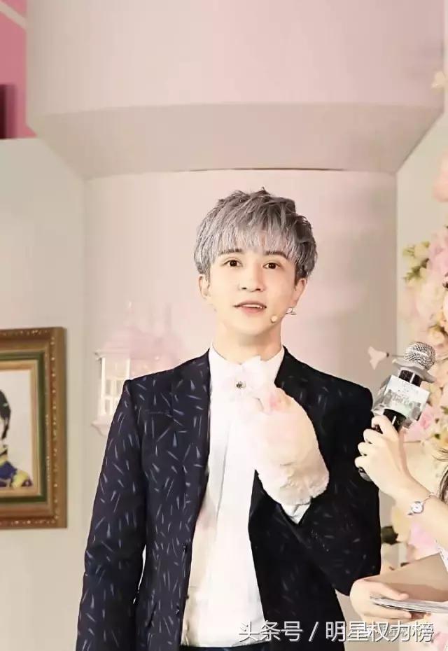杨洋新发色秒变二次元少年,原来男明星的奶奶灰发色这么帅气撩人