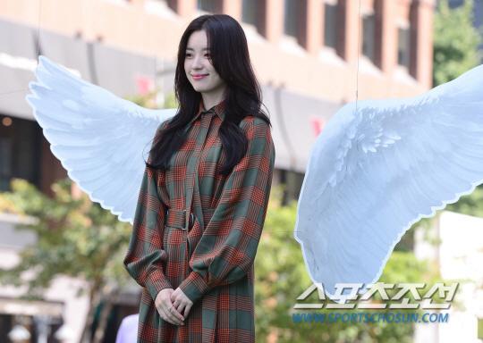 韩孝周出席公益活动 甜美笑容吸睛