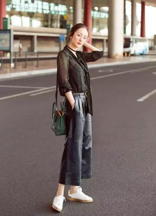 宋茜干练霸气,唐嫣穿出了清新范儿,原来搭配对了皮裤并不可怕!