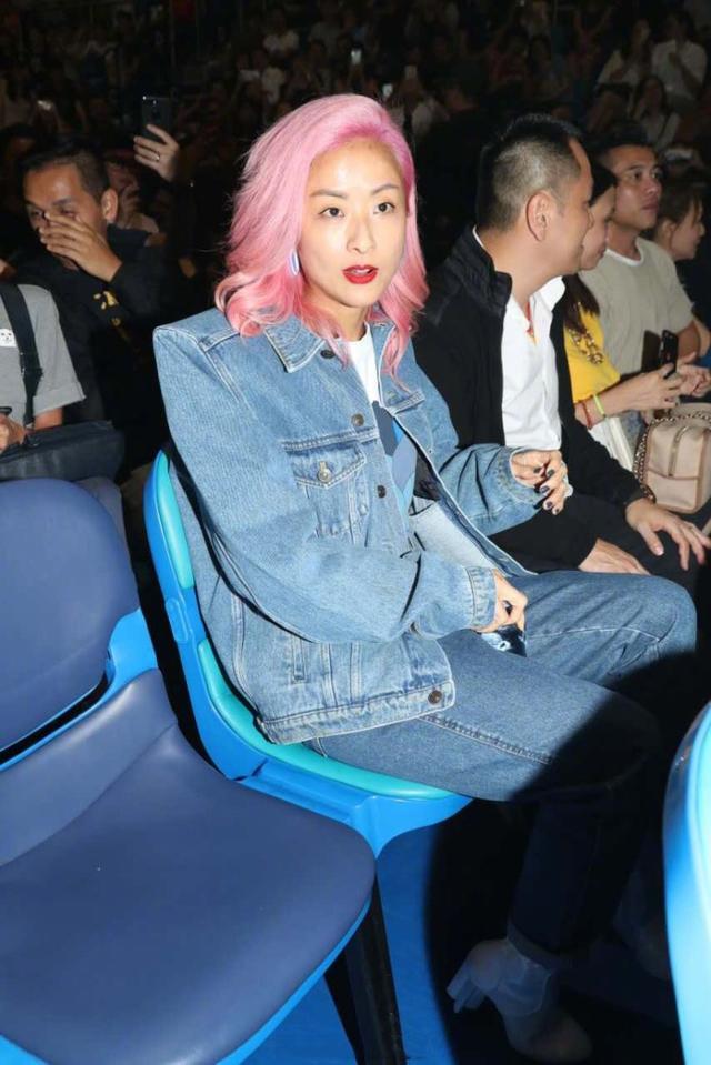 陈奕迅新专辑音乐首场上演,太太徐濠萦到场支持,发型颜色亮了