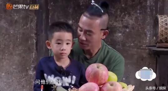 陈小春不让儿子拿老人家钱很暖但教儿子双手还钱的细节更暖