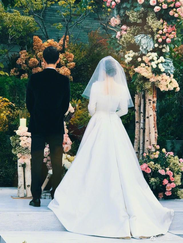 苏志燮悄悄溜进双宋婚礼,走路好带感,李光洙为赶葬礼真拼了老命