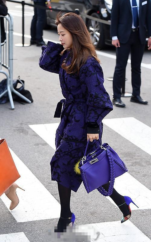 """宋慧乔几十万的婚纱却不如一件""""睡衣"""",金喜善紫色大衣低调抢镜"""
