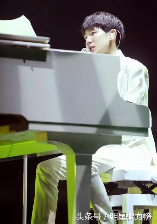 吉他贝斯钢琴长笛,没想到爱豆们如此多才多艺,会的乐器这么多?