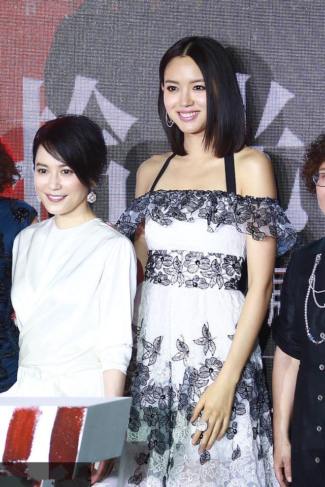 如果说张梓琳是娱乐圈合影杀手,章泽天那就是网红界的照妖镜!