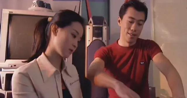 处女作是张艺谋的银熊奖大片,他却在章子怡的注视下败给欧阳娜娜