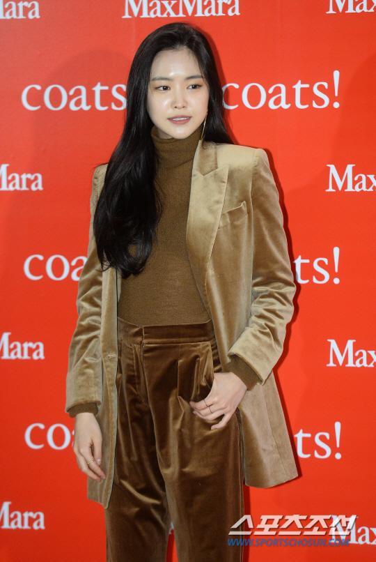 允儿孙娜恩等出席品牌活动 秋冬时尚气质迷人