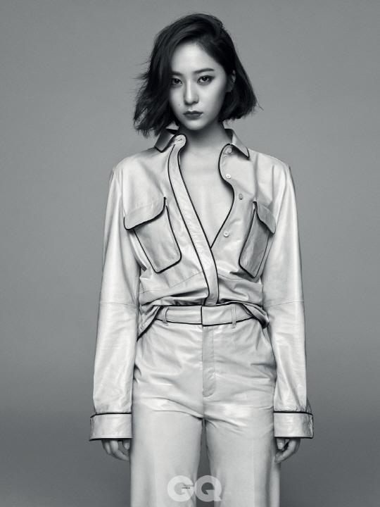 郑秀晶最新写真公开 中门大开秀性感