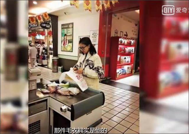 赵又廷高圆圆上海牵手逛超市 买菜买肉相当接地气