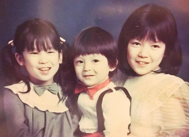 陈冠希全家齐聚美国过圣诞,妈妈年轻照曝光太惊艳
