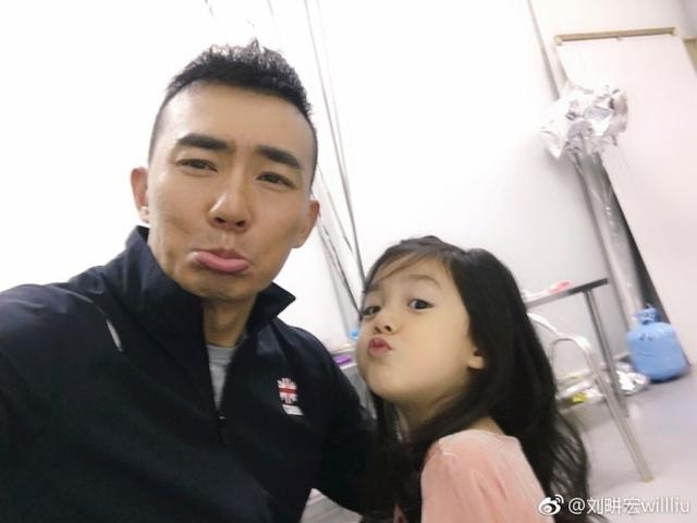 刘畊宏因小泡芙受优待,有人帮剥橙子,还有人送药