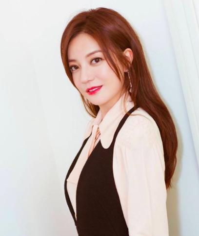 陈冠希潮牌年入6k万,周杰伦开店遭疯抢,她身家亿万却遁入空门