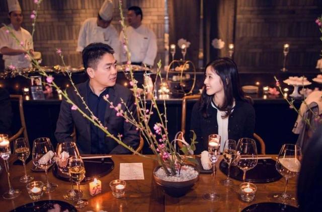 章泽天上演现实版君生我未生,小细节看出她和刘强东是真爱