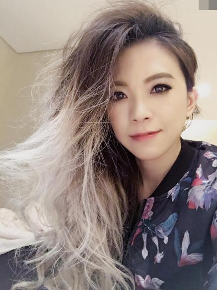 李宇春少女造型连娄艺潇都看直了眼,一双漫画腿只想把她娶回家!
