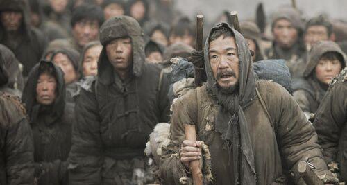 成功的男人背后一定有个了不起的女人,而冯小刚背后站着四个男人