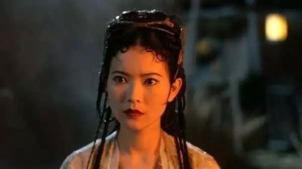 和蓝洁瑛是结拜姐妹,曾惨遭绑架差点自杀,如今嫁影帝幸福优雅
