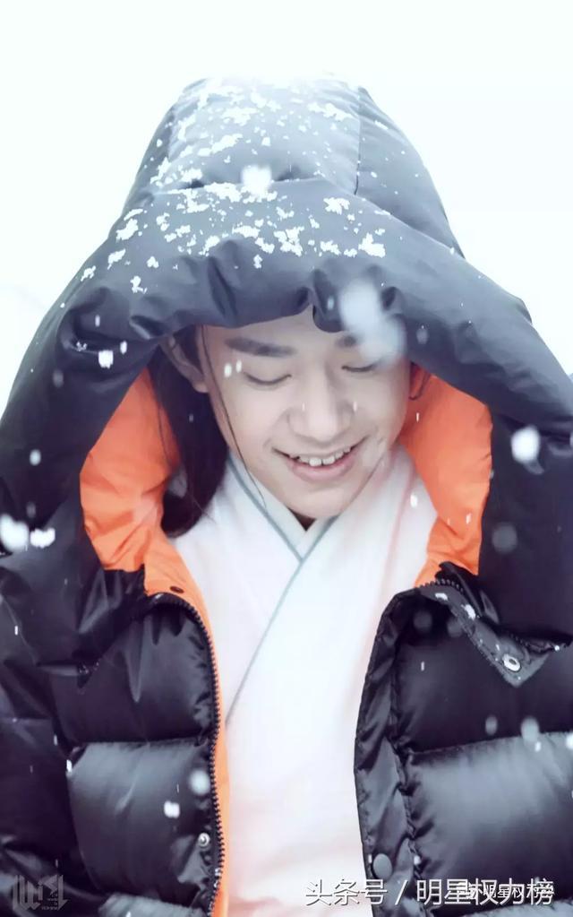 鹿晗TFboys吴磊胡一天,男明星的雪景照谁的画面最清新养眼?