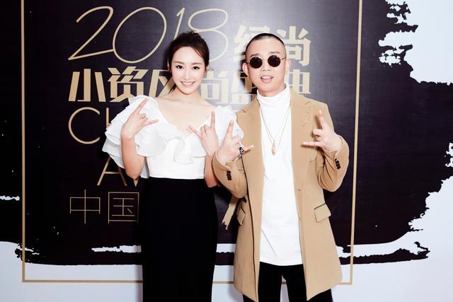 李纯出席小资风尚盛典演绎黑白复古时尚,回应《如懿传》档期传闻