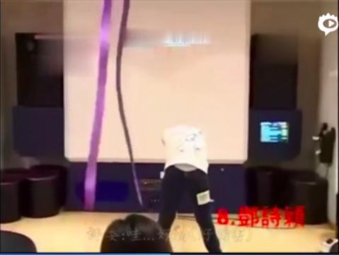 邓紫棋13岁选秀视频曝光,唱歌开口跪,还下腰劈叉丝带舞