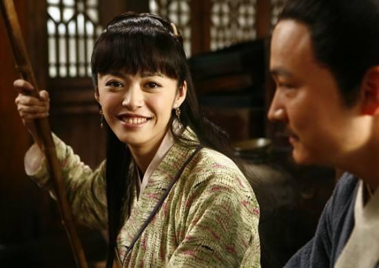《潜伏》时隔8年:她嫁乾隆后代,他搭戏刘涛爆红,最牛是他!
