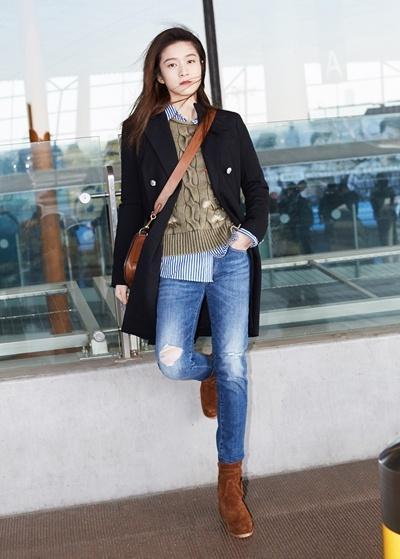 元气少女张雪迎赴纽约时装周 两套Look展不同魅力