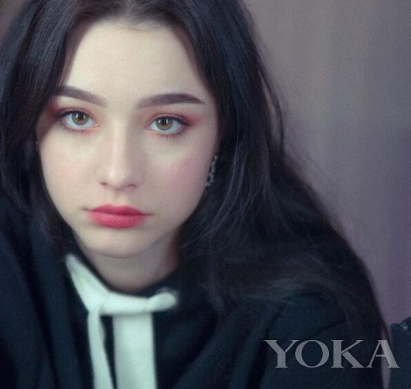 张柏芝+迪丽热巴+Angelababy=这个18岁俄罗斯妹子