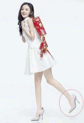 张子枫的大脚与脸庞反差太大,但更怀疑的是白敬亭脚的构造