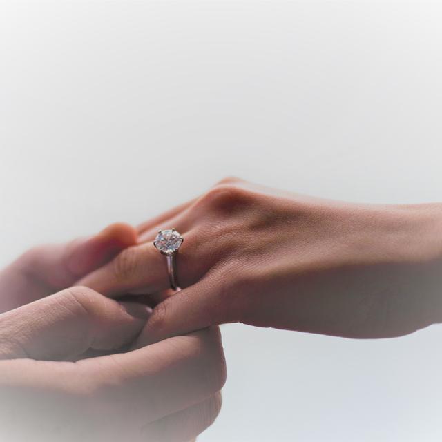 苟芸慧收130万婚戒算豪?有女星婚戒价格是她的数十倍