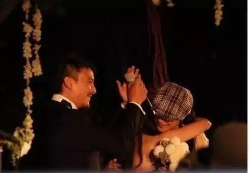 天王黎明的助理变伴侣!嫁给明星的白日梦可能真的会实现啊