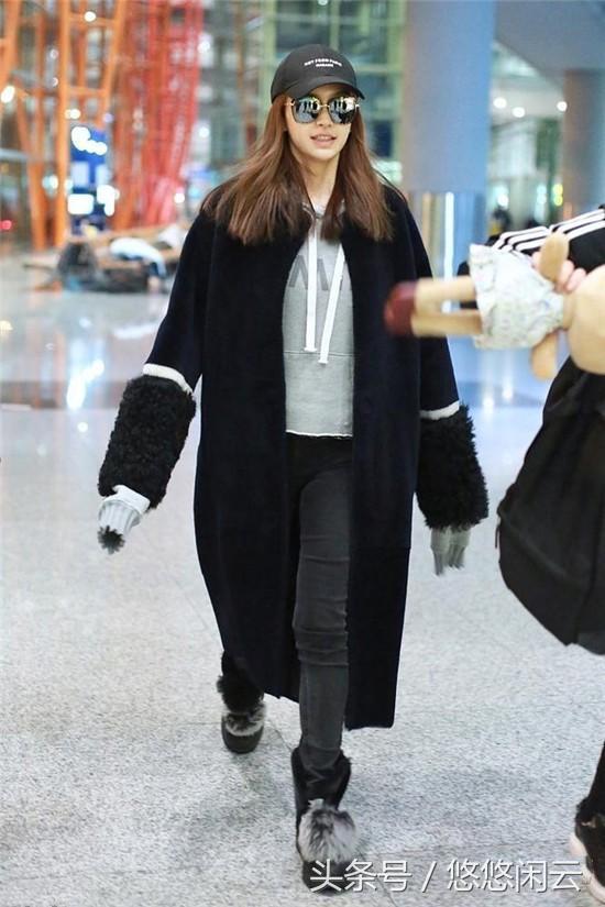 杨颖深夜现身机场,衣服袖子抢镜却遭网友吐槽