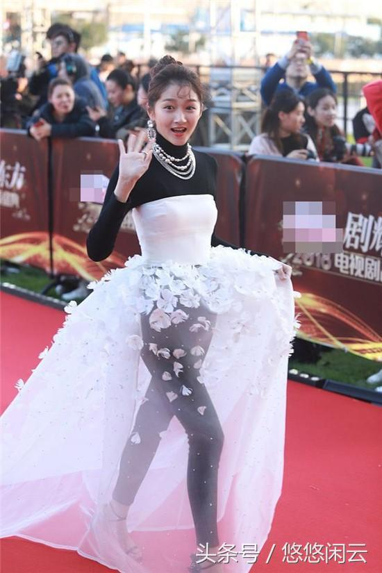 关晓彤红毯造型被指像跳广场舞大妈:确定和造型师没仇?