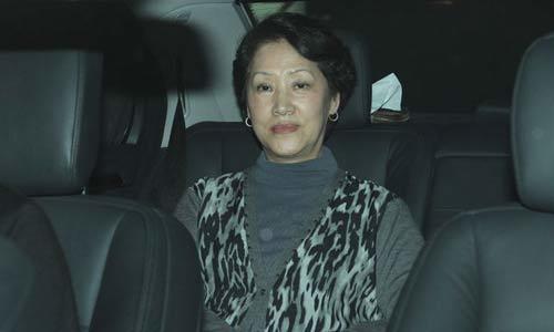 优雅才是最好的化妆品,刘晓庆不敢露耳朵,有胆学林青霞大笑