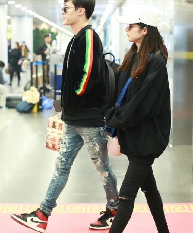 颖儿付辛博夫妇现身机场,网友关注点全在颖儿的腿!