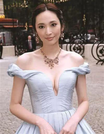 39岁的吴佩慈靠它重拾少女感,范冰冰却因为它暴露了脸型缺陷?