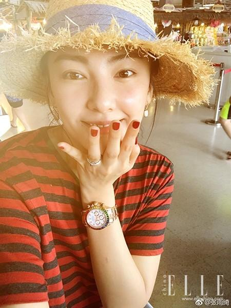 谢娜素颜自拍照有个大bug——眉毛断了!